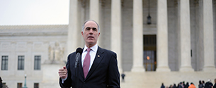 Senators Casey, Shaheen Urge Supreme Court to Protect Expecting Mothers